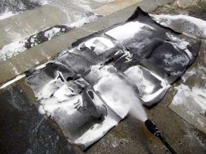 車内のタバコ ヤニ汚れをリンサーで洗浄クリーニング中 排水