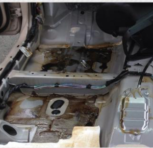 車内クリーニング 灯油こぼし