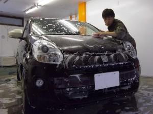 車のボディ コーティング (トヨタ パッソ)